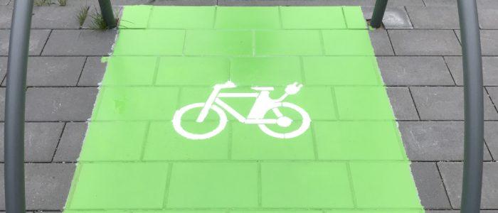 Ladestationen für Elektroautos und E-Bikes auf unserem Parkplatz